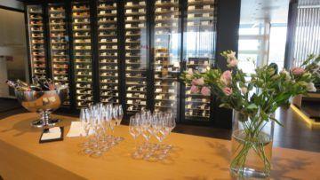 swiss first class lounge zuerich e champagner bar 1
