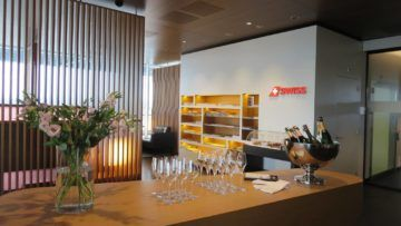 swiss first class lounge zuerich e champagner bar 2