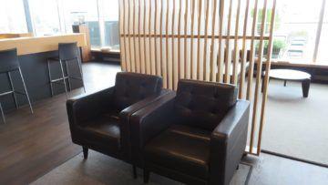 swiss first class lounge zuerich e sitzgelegenheiten 3