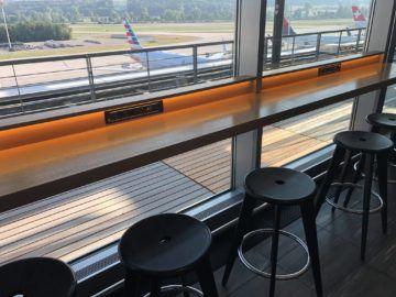 swiss senator lounge zuerich airport gates e barhocker