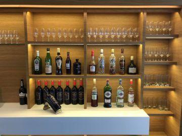 swiss senator lounge zuerich airport gates e hochprozentiger alkohol