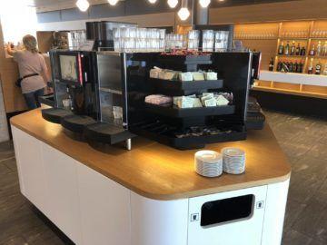 swiss senator lounge zuerich airport gates e kaffeemaschine