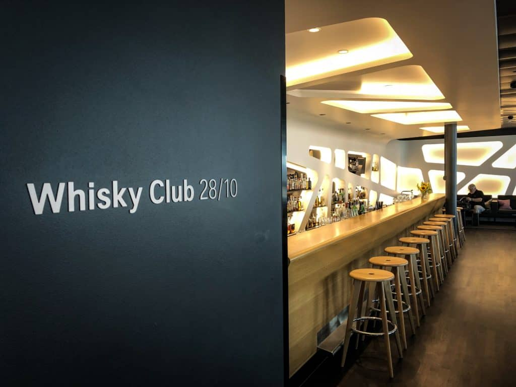 swiss senator lounge zuerich airport gates e whisky club 2810