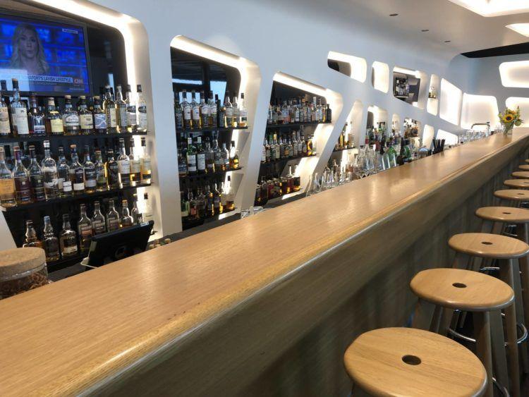 swiss senator lounge zuerich airport gates e whiskyauswahl2