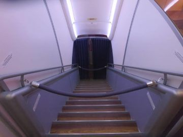 thai airways first class a380 treppe