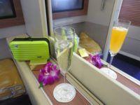 thai airways first class boeing 747 champagner