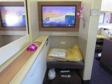 thai airways first class boeing 747 ottomane 3