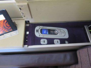 thai airways first class boeing 747 stauraum 2