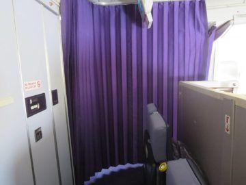 thai airways first class boeing 747 vorhang