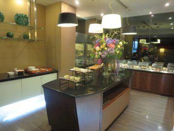 thai airways first class lounge bangkok buffet 1