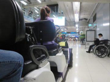 thai airways first class lounge bangkok buggy 2