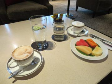 thai airways first class lounge bangkok kaffee snack