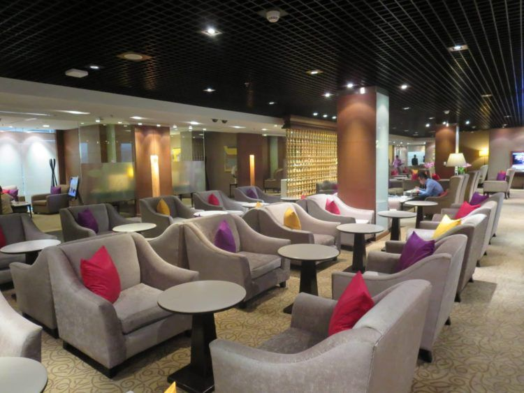 thai airways first class lounge bangkok sitzgelegenheiten 1