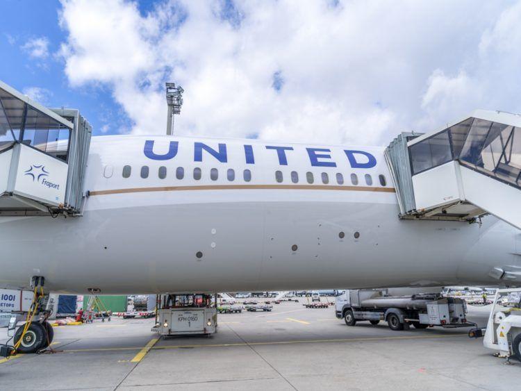 united airlines business class boeing 787 10 einstieg flugzeug 1