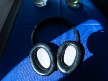 united airlines business class boeing 787 10 headphones innenseite 1