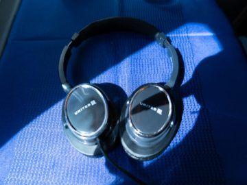 united airlines business class boeing 787 10 headphones rueckseite 1