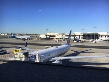 united polaris lounge los angeles apron view 2