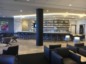 united polaris lounge los angeles bar 1