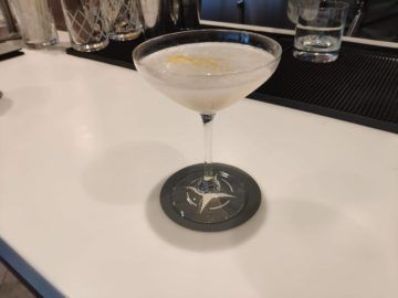 united polaris lounge los angeles cloud cover drink