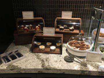 united polaris lounge los angeles dessert buffet 1
