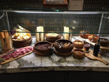 united polaris lounge los angeles dining buffet 4