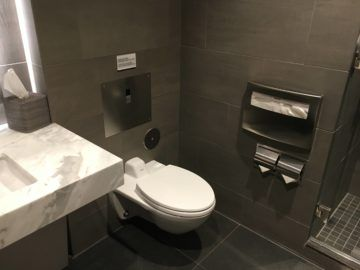 united polaris lounge los angeles dusche wc 1