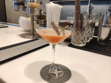 united polaris lounge los angeles paper plane drink