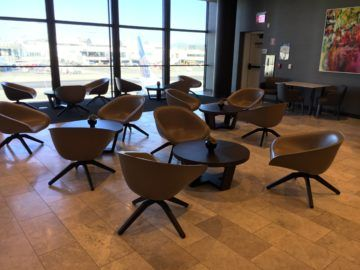 united polaris lounge los angeles sitzgruppe bar 1