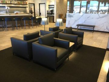 united polaris lounge los angeles sitzgruppe bar 2
