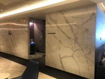 united polaris lounge newark nyc arbeitsbereiche