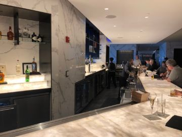 united polaris lounge newark nyc bar2