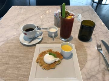 united polaris lounge newark nyc egg benedict