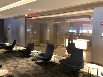 united polaris lounge newark nyc eingang duschen