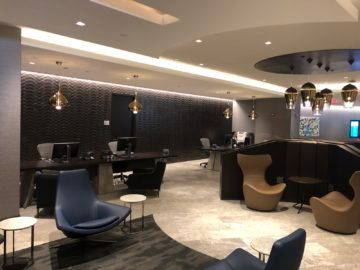 united polaris lounge newark nyc servicebereich desk